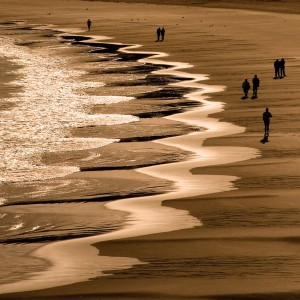 beach-picture-waves-people-Tydan